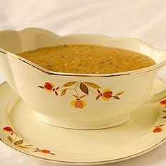 A quick and easy recipe for homemade gravy that doesn't require drippings. makes gravy a snap! Mayonnaise, Chutney, Make Ahead Gravy, Salsa, Tamale Pie, Turkey Gravy, Thanksgiving Menu, Thanksgiving Traditions, Quick Easy Meals
