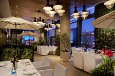 Las Vegas Restaurants - Jetsetter Estiatorio Milos, The Cosmopolitan Las Vegas Restaurants, Best Restaurants In La, Las Vegas Food, Cool Restaurant, Luxury Restaurant, Las Vegas Strip, Bar Design Awards, Las Vegas Nevada, Best Places To Eat