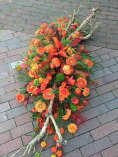 Funeral Flower Arrangements, Funeral Flowers, Grave Decorations, Casket Sprays, Sympathy Flowers, How To Preserve Flowers, Arte Floral, Flower Basket, Ant