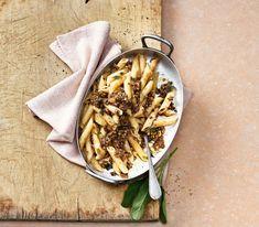 Auch für Pastagerichte als Sugo machen sich Linsen sehr gut. Penne, Pasta Salad, Ethnic Recipes, Food, Green Lentils, Fresh, Easy Meals, Food Food, Kochen