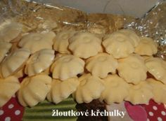 Žloutkové křehulky Hungarian Recipes, Christmas Cookies, Nutella, Garlic, Bakery, Food And Drink, Gluten Free, Vegetarian, Sweets