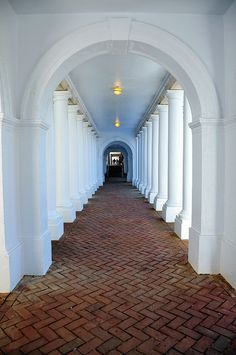rotunda passage at university of virginia, charlottesville