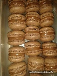 Makarons – Recepti na brzinu Baking Recipes, Cookie Recipes, Dessert Recipes, Rodjendanske Torte, Macedonian Food, Kolaci I Torte, Torte Recepti, Macaroon Recipes, Croatian Recipes
