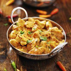 Dans cette recette le poulet mijote avec du curry, du lait de soja, du lait de coco pour un moelleux incomparable.
