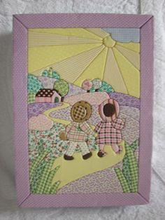 Caixa Porta Documentos em MDF com aplicação de patchwork embuido. Desenvolvo qualquer tema. Tam. 24x32x9cm R$ 65,00 Sunbonnet Sue, Couture, Pot Holders, Embroidery Designs, Applique, Patches, Quilts, Crochet, Frame