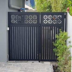 Wrought Iron Gate Designs, Wrought Iron Decor, House Main Gates Design, Farmhouse Master Bedroom, Railings, Leaf Design, Fences, Balcony, Beautiful Homes
