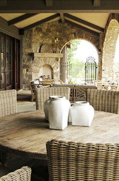 Tuscan design – Mediterranean Home Decor Outdoor Rooms, Outdoor Dining, Outdoor Decor, Dining Area, Outdoor Furniture, Outdoor Parties, Wicker Furniture, Round Dining, Dining Rooms