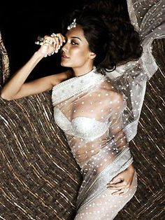 If you are going to be in India in the month of JULY or AUGUST, be sure to check out the Tarun Tahiliani Bridal Couture Expo! Indian Wedding Sari, Big Fat Indian Wedding, Indian Bridal, Indian Weddings, Indian Attire, Indian Outfits, Indian Wear, Asian Fashion, Girl Fashion