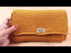 crochet tutorial tas rajut crochet tut, videos relacionados y comentarios Crochet Clutch Pattern, Crochet Patterns, Crochet Bag Tutorials, Purse Handles, Macrame Bag, Crochet Handbags, Diy Canvas, Crochet Accessories, Crochet Stitches