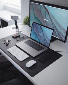 Home Office Furniture: Choosing The Right Computer Desk Home Office Setup, Office Workspace, Home Office Design, Office Style, Computer Desk Setup, Gaming Room Setup, Computer Build, Computer Tips, Floating Corner Desk