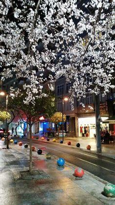 Bahariye Moda İstanbul By Füsun Kongur (bahar çiçekleriyle selamlaşarak Bahariye'de yürümektir)