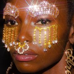 Makeup Inspo, Makeup Inspiration, Pretty Makeup, Makeup Looks, Rhinestone Makeup, Elle Mexico, Face Jewellery, Jewelry, Pastel Grunge