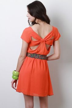 cute dress, back is perty neat :)