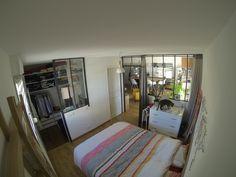 Chambre avec verrière avec salle de bain ouverte et dressing