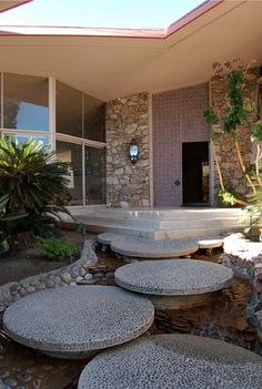 Water fall steps - Alexander House in Palm Springs. Palm Springs is my Design Cour, Escalier Design, Mid Century House, Mid Century Modern Design, Midcentury Modern, My Dream Home, Exterior Design, Modern Architecture, Landscape Design