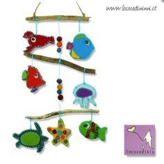 """Giostrina """"Il mare"""" ideato da LECOSEDIKIA in feltro e legno di fiume . Colori vivaci e stimolanti! *** Baby mobile made by LECOSEDIKIA: felt and wood."""