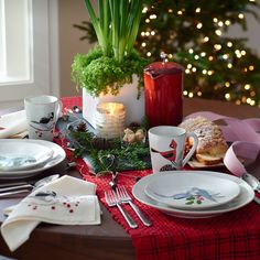 Bring a cabin-in-the-woods feeling to the table with rustic Marin stoneware, layered for the season with four whimsical birds. We've designed 12 festive holiday tables from elegant to fun, that will make you look like an entertaining pro. 'Tis the season for entertaining—open-house cocktail parties, holiday dinners, tree-trimming get-togethers, Christmas breakfast. The key to making an impression on your guests isn't just the menu you plan, but the way you plan to present it.