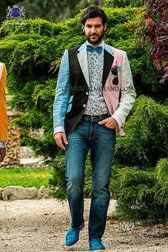 """Traje en jean azul de algodon con solapa moda en punta y 1 botón corozo o madre perla. Bolsillos con tapeta, """"ticket pocket"""", ojales inclinados y espalda con 1 abertura, modelo 1008 Ottavio Nuccio Gala, 2015 Colección Fashion."""