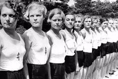 Hablar de las mujeres nazis es entrar los discursos misógenos a los que se estaban acostumbrados, dejándolas en una posición lejos de la toma de decisiones
