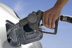Sprit sparen: Tipps zur sparsamen Fahrweise  Der durchschnittliche Kraftstoffverbrauch sinkt bei Dieselmotoren neuer Generationen kontinuierlich. Fährt man noch dazu klug und vorausschauend, lässt sich noch mehr Benzin sparen. Experten der Firma Bosch haben dazu einige Spar-Tipps zusammengestellt: Auf die Fahrweise kommt es an - wie Sie effektiv Benzin sparen können. Foto: djd/Bosch
