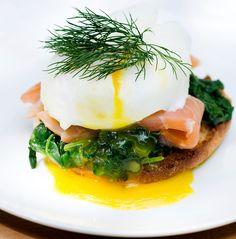 Smoked Salmon Eggs Benedict / via FramedCooks