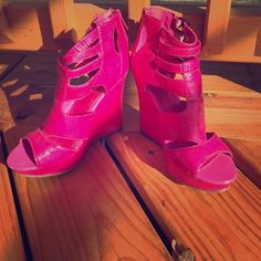 Bright Fuchsia Platform Sandals  Super fun BRIGHT FUCHSIA back zip front buckle faux snakeskin platform sandals. Perfect for adding a pop of color to any outfit. Worn once. Namaste  Michael Antonio Shoes Sandals