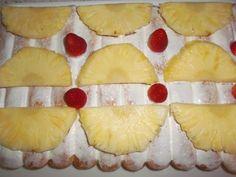 """""""TIRAMISU'  CON FRAGOLE E ANANAS"""" tiramisù con ananas e fragole,dessert,dolci al cucchiaio,ananas,fragole,panna montata,frutta,panna da montare,liquore,savoiardi,dolce al cucchiaio"""