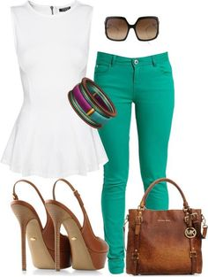 Blusa peplun branca, calça verde