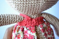 Es un Mundo Amigurumi: Patrón Coneja con Flores Crochet Rabbit, Dolls, Ideas, Diy And Crafts, Creativity, Baby Dolls, World, Crochet Numbers, Crochet Bunny Pattern