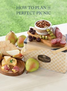 Easy tips on how to have the best picnic. New foodie ideas, cocktails and easy picnic gift baskets that will make like easy and less stressful.