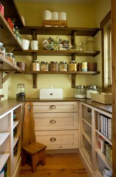 Country pantry (Murphy & Co. Design at houzz.com)
