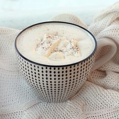 Varm vit choklad med kardemumma | hot white chocolate with cardamom