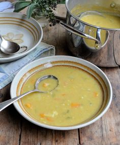 Diet Curried Autumn Allotment Soup: 90 Calories a Bowl Low Calorie Vegetable Soup, Low Calorie Vegetables, Skinny Recipes, Diet Recipes, Cooking Recipes, Healthy Recipes, Healthy Soups, Recipies, Fast Food Diet