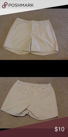 "Women's  Tommy Hilfiger shorts. Excellent condition women's Tommy Hilfiger shorts. Size 14. 7"" inseam. Tommy Hilfiger Shorts"