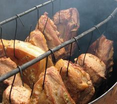 Afumătoare, afumare, afumături Charcuterie, Romania Food, My Recipes, Cooking Recipes, Cornbread Muffins, Smoking Meat, Cata, Preserving Food, Diy Kitchen