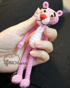 Motif gratuit Pink Panther, Construction Amigurumi Pink Panther, Tricot … - Just DIY Crochet Diy, Crochet Crafts, Crochet Dolls, Crochet Projects, Tutorial Crochet, Minion Crochet, Amigurumi Doll, Amigurumi Patterns, Crochet Patterns