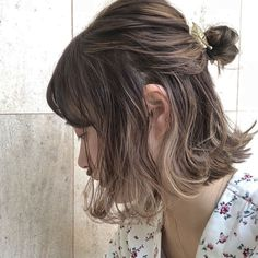 Curls have been a mainstay in Asian hair trends for a long time, especially in Japan. Asian Hair Trends, Short Hair Trends, Medium Hair Styles, Curly Hair Styles, Asian Short Hair, Shot Hair Styles, Hair Arrange, Honey Hair, Japanese Hairstyle