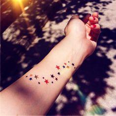 Cet ensemble comprend 2pcs Star MIlky way couleur tatouage temporaire Dimensions: env. 9 x 2,5 cm pour chaque sticker Pourquoi ne pas acheter en