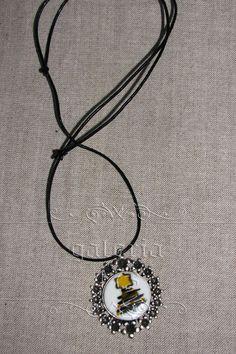 Pandantiv   baza metalica, portelan copt si pictat motive de craciun. Washer Necklace, Pendant Necklace, Vintage, Jewelry, Jewlery, Bijoux, Schmuck, Jewerly, Vintage Comics