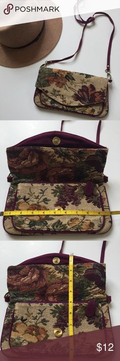 Fabric Floral Textured Cross Body Purse Clutch Small fabric cross body or over the shoulder purse. Perfect for all the essentials! Throw in your cell phone, credit card, and lipstick.   Great for concerts or festivals. 💐 Forever 21 Bags Crossbody Bags