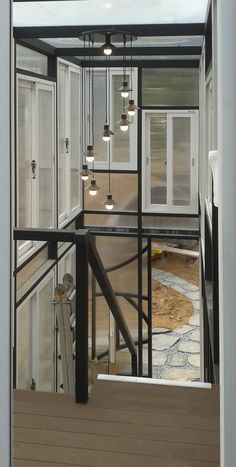 온실 2층에서 본 출입구 : 모던스타일 발코니, 베란다 & 테라스 by Just-In House(져스틴 하우스)