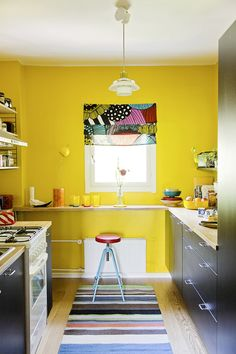 I will have to save this picture forever for when I come back to Poland. This kitchen is of similar size/shape to the one I have there! Sweet Home, Yellow Decor, Yellow Kitchen Walls, Kitchen Interior, Home Kitchens, Yellow Kitchen, Stylish Decor, Kitchen Living, Home Decor