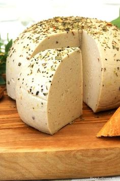 Almond and herb cheese vegan - Almond – herb – cheese vegan Informations About Mandel-Kräuter-Käse vegan Pin You can easily u - Pizza Recipes, Cheesecake Recipes, Raw Food Recipes, Avocado Dessert, Avocado Toast, Roh Vegan, Vegetarian Lifestyle, Vegan Pizza, Vegan Keto