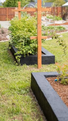 Garden Yard Ideas, Backyard Garden Design, Lawn And Garden, Diy Garden Box, Raised Garden Bed Design, Raised Bed Gardens, Small Garden Bed Ideas, Front Yard Ideas, Simple Garden Ideas