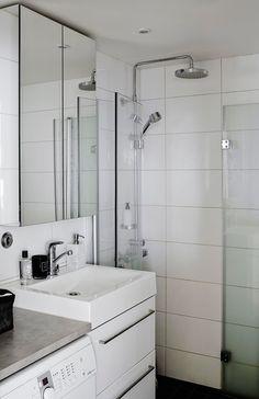 Pariskunta remontoi kylpyhuoneen ennen muuttoa. Mustavalkoinen väritys jatkuu täällä.