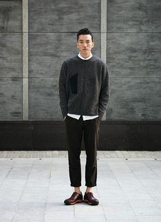 Love the cropped trousers and length of the jumper. Tailoring with a kind of awkward feel!