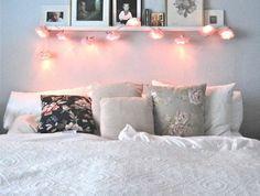 couleur-chambre-adulte-deco-romantique-fleurs-boulles-lumière