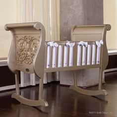 gorgeous cradle. so elegant! comes with an anti-rock system too.