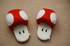 OMG Its so cute! :D Super Mario Bros Mushroom Slippers on Global Geek News. Geek Home Decor, Mode Kawaii, Cute Slippers, Soft Slippers, Mario Brothers, Geek Out, Pretty Shoes, Pretty Clothes, Geek Chic