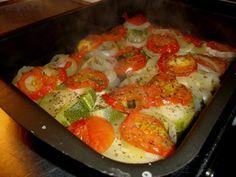 Kesäkurpitsa-tomaatti-sipulia uunissa - Resepti | Kotikokki.net Eggs, Cooking, Breakfast, Food, Kitchen, Morning Coffee, Essen, Egg, Meals